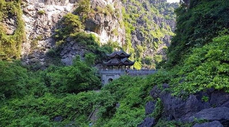 am tien pagoda & cave
