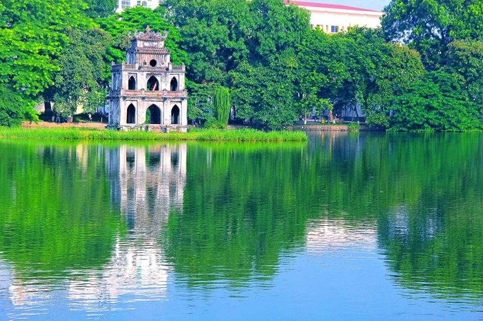 TURTLE TOWER AMID HOAN KIEM LAKE