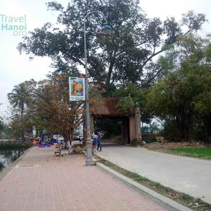 duong lam village entrance gate