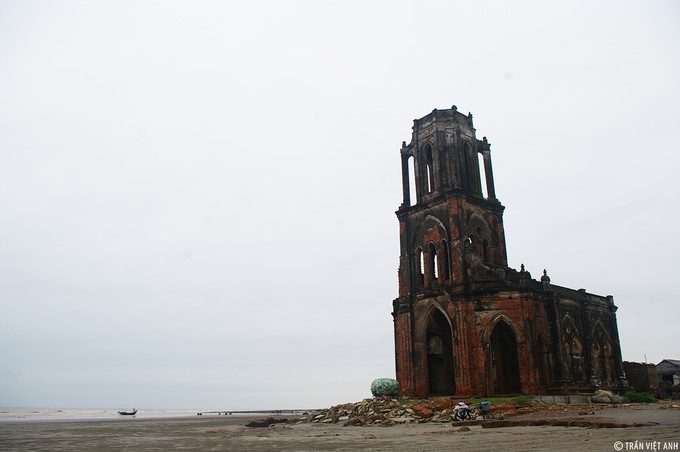 hai ly ruined church