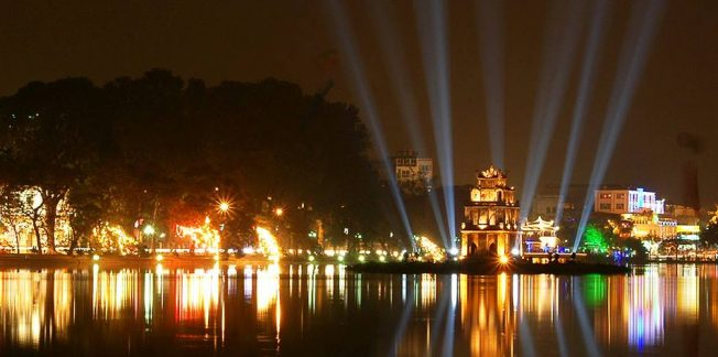 hoan kiem lake light on